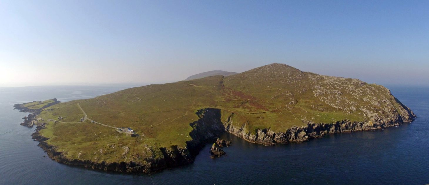 Sail around anyof the 100 islands of West Cork.