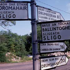 Image of a signpost in Dromahair in County Leitrim