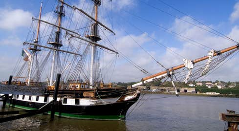 Image of the Dunbrody Famine Ship in New Ross in County Wexford