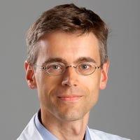 Dr.  van Leeuwen
