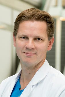 Dr.    Voskuil