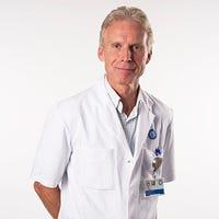 Dr.    Schellekens
